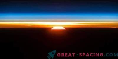 Herrliche Morgendämmerung mit der ISS