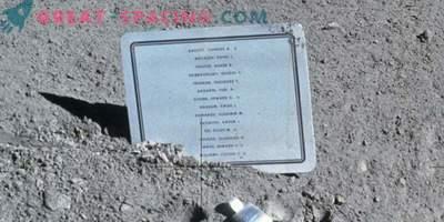 Warum haben sie auf dem Mond ein Schild mit den Namen der toten Astronauten hinterlassen?