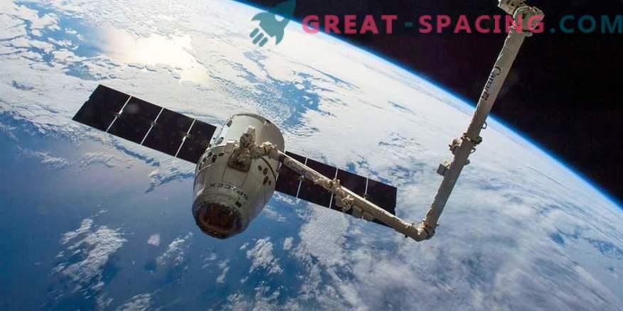 Video fängt den Abschied zwischen der ISS und der Drachenkapsel ein.