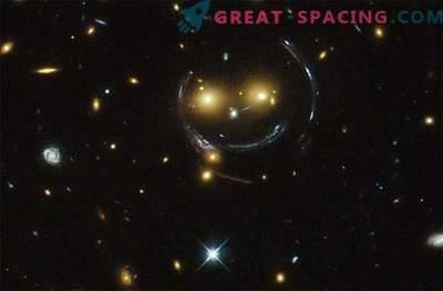 Hubble descubrió un emoticono espacial en el espacio profundo