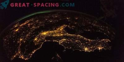 Ein atemberaubender Blick von der ISS auf die Nachterde.