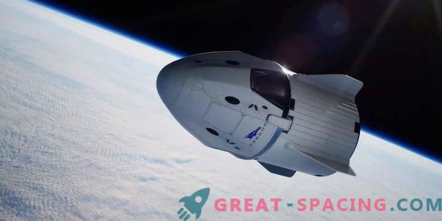 SpaceX zeigt Crew Access Sleeve für Crew Dragon