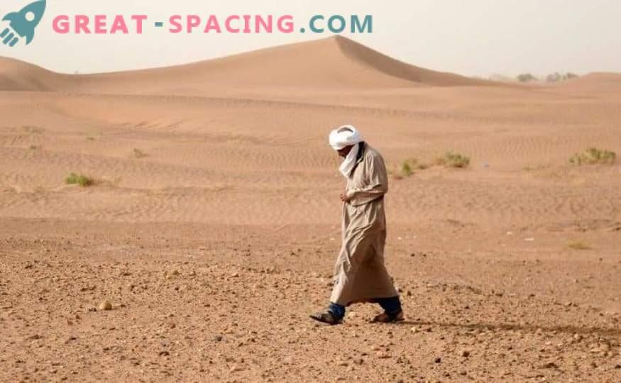 Marokkanische Wüste von Meteoritenjägern gesiebt