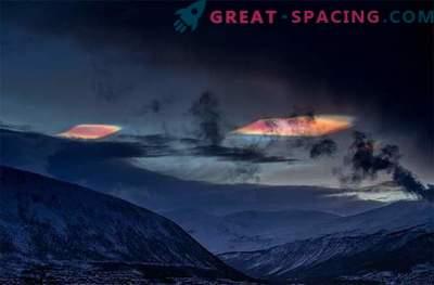 Psychedelische Stratosphärenwolken glitzern über dem Polarkreis