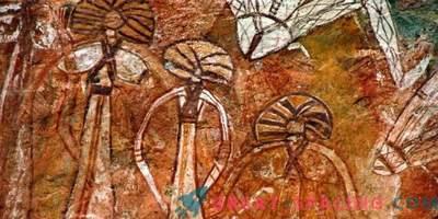 Welche Arten von Kreaturen sind auf einem 10.000 Jahre alten Felsbild abgebildet?