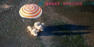 Der Astronaut und zwei Astronauten kehrten von der ISS zurück