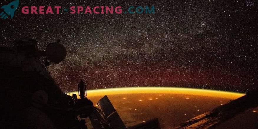 Nachtansicht der Erde von der ISS