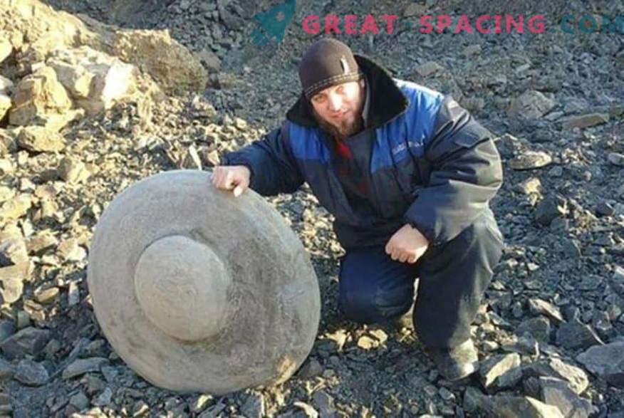 Steinscheiben in Form von fliegenden Untertassen. Ufologen und Wissenschaftler streiten über die Herkunft der Funde im Wolgograder Gebiet