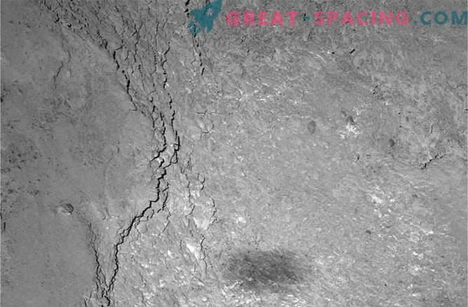 Rosetta fängt seinen eigenen Schatten auf der Oberfläche des Kometen ein.