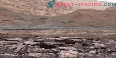 Neugier entdeckt seltsame lila Felsen auf dem Mars