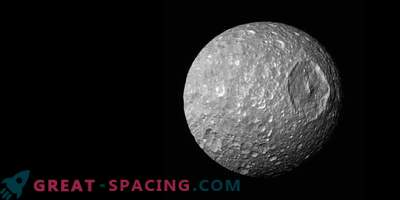 Moon Mimas - Saturns