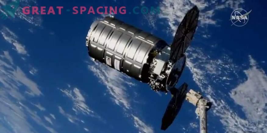Das Frachtschiff Cygnus holt den Müll von der ISS.