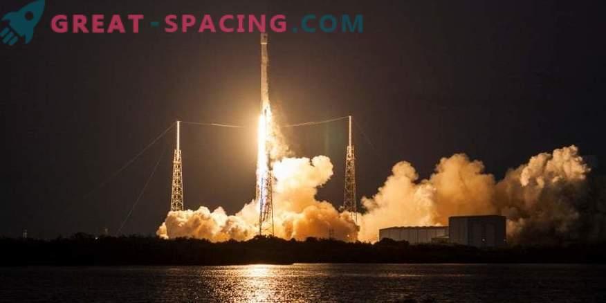 SpaceX startet Rakete und Raumschiff