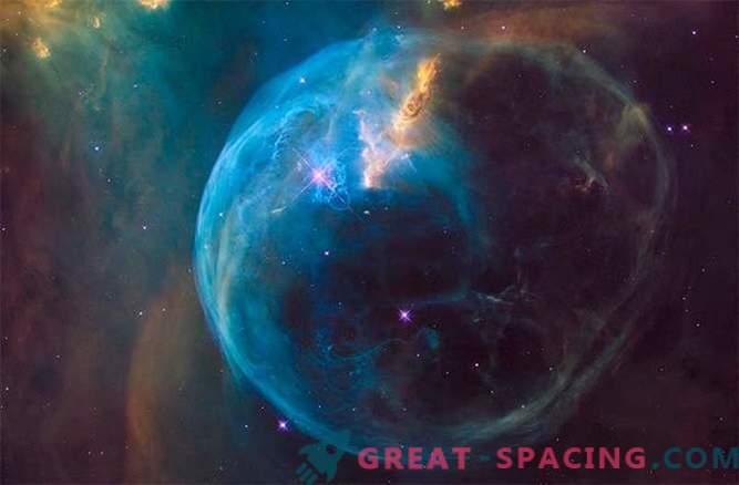 An seinem 26. Geburtstag spioniert Hubble die schöne Blase aus.