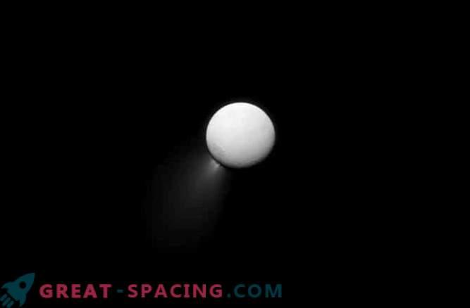 Saturns Eissatellit hat die Weltmeere