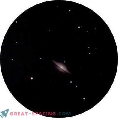 Ein Blick auf die Sombrero-Galaxie aus den Städten