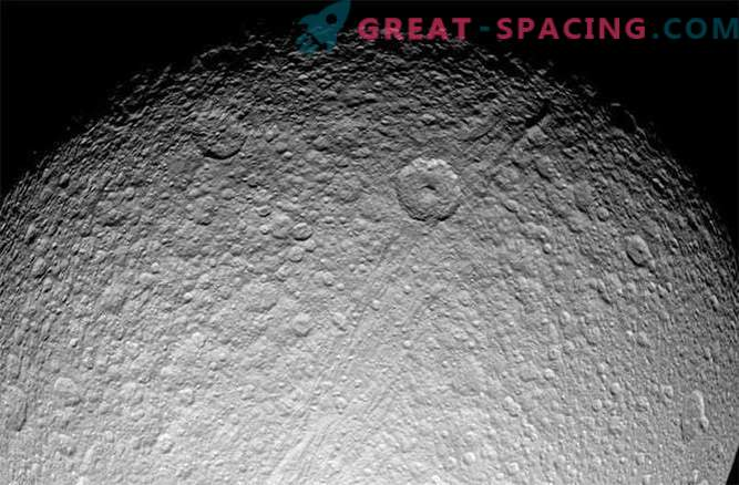 Saturnringe und -satelliten, die jünger als Dinosaurier sind?
