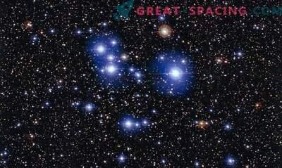 Spritzer neugeborener Sterne in jungen Clustern