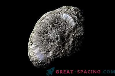 Cassini ist vom schwammigen Saturnmond