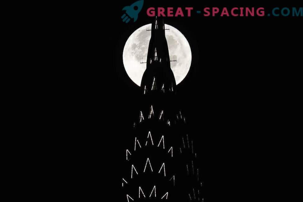 Das unvergessliche Leuchten des Supermonds über der Erde: Foto