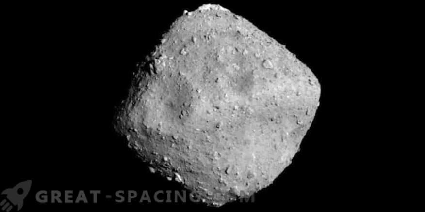Das Raumschiff bereitet sich auf das Abschießen eines Asteroiden vor.
